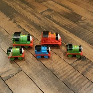 Thomas plastic train set bundle.5 total.